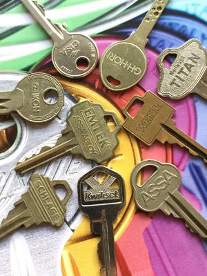 錠のメーカーと型番